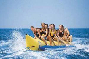Banaanrijden in Lloret de Mar