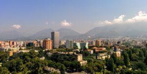 De stad Tirana in Albië