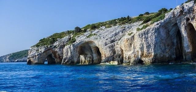 Bezienswaardigheid: Blauwe grotten van Skinari