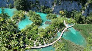De prachtige Plitvice meren in Kroatië nationaal park