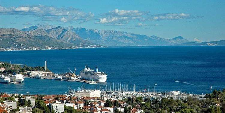 Strand en zee bij Split