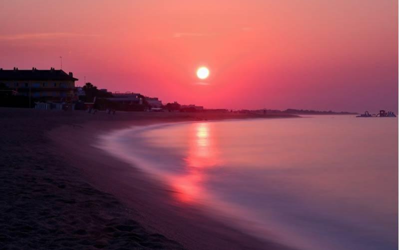Zonsondergang voor de nacht in Malgrat de Mar