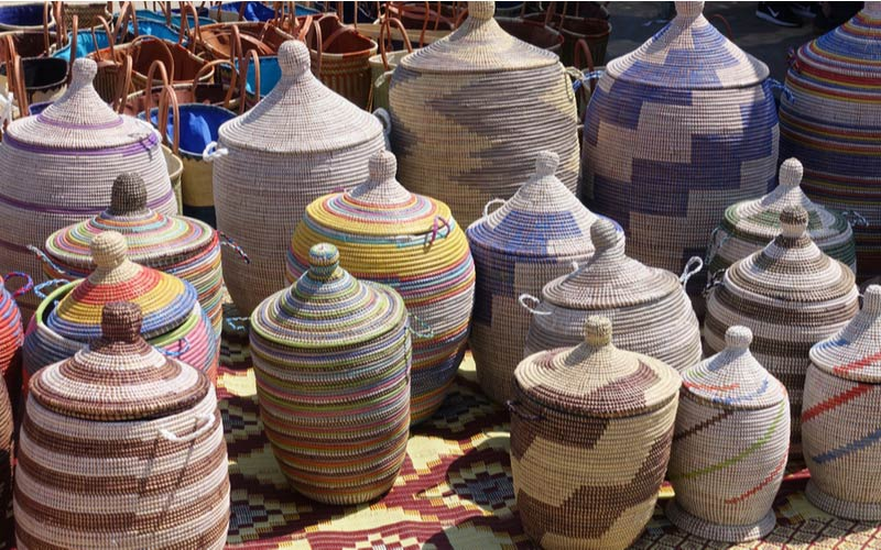 Potten te koop op de lokale markt in L'Escala