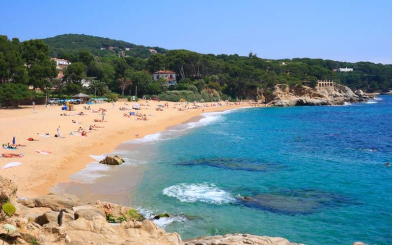 Het strand Cala Rovira bij Platja d'Aro