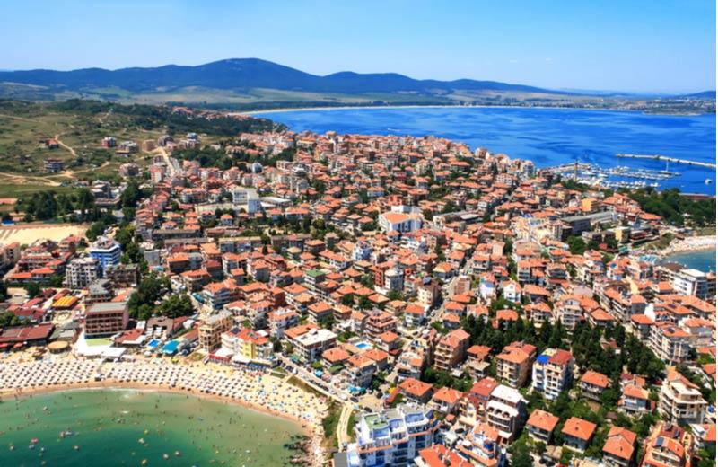 Burgas in Bulgarije van bovenaf