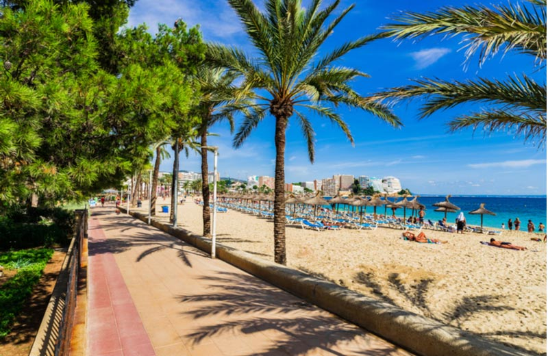 Magaluf beach met promenade