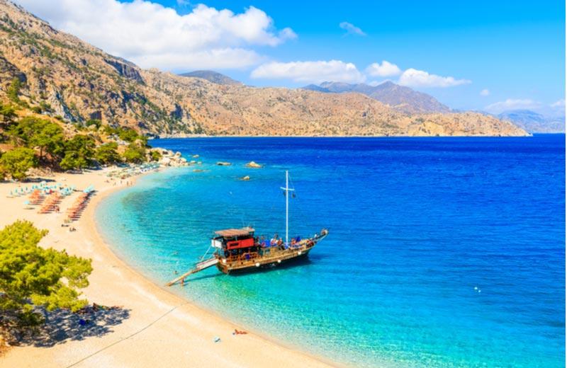 Het strand Apella Beach op Karpathos