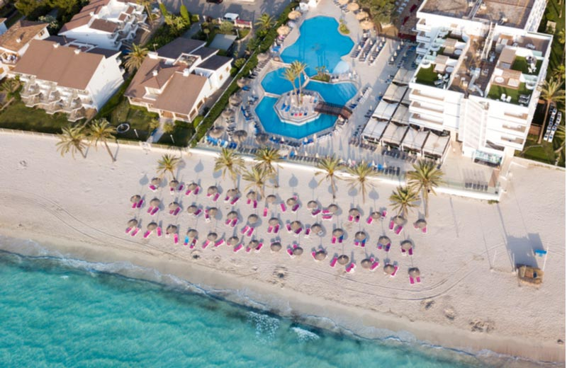 Resort en strand in Alcudia Mallorca