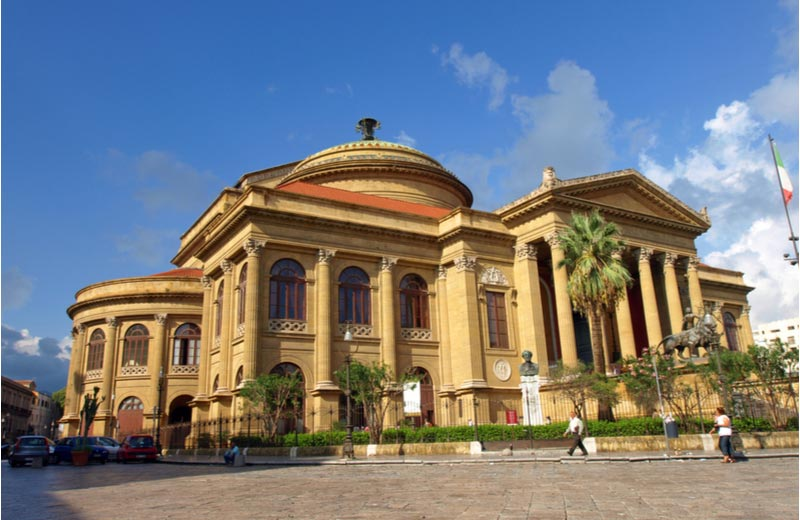 Het operahuis Teatro Massimo in Palermo