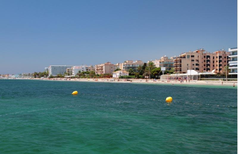 Strand en resorts in Playa d'En Bossa