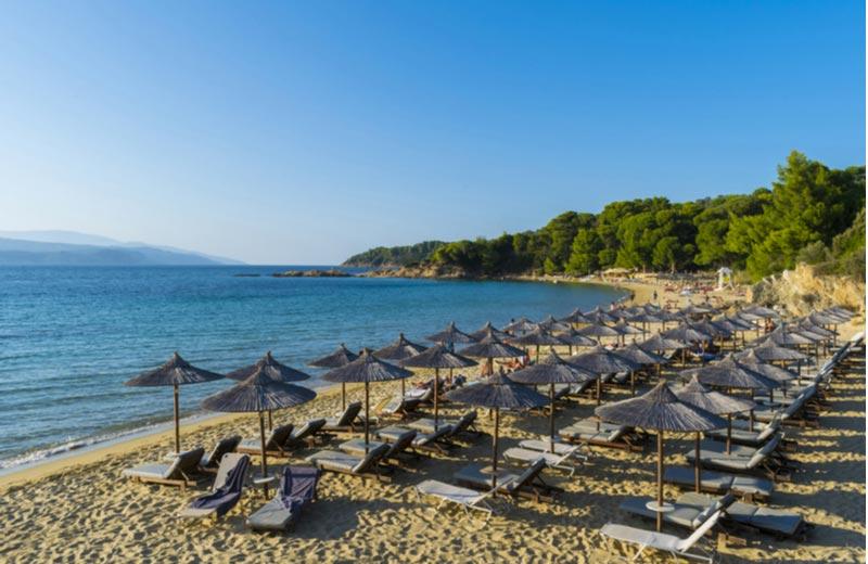 Het strand Banana beach op Skiathos