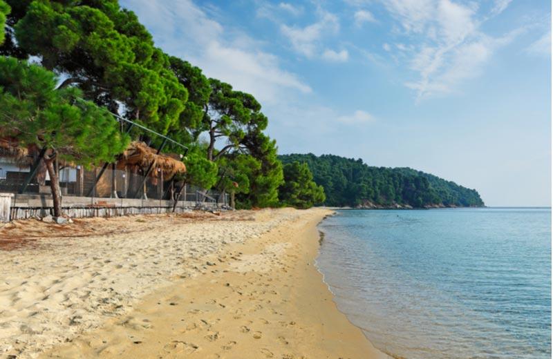 Vromolimnos strand op Skiathos