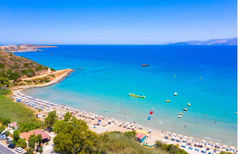 Almyros Beach gelegen bij Agios Nikolaos