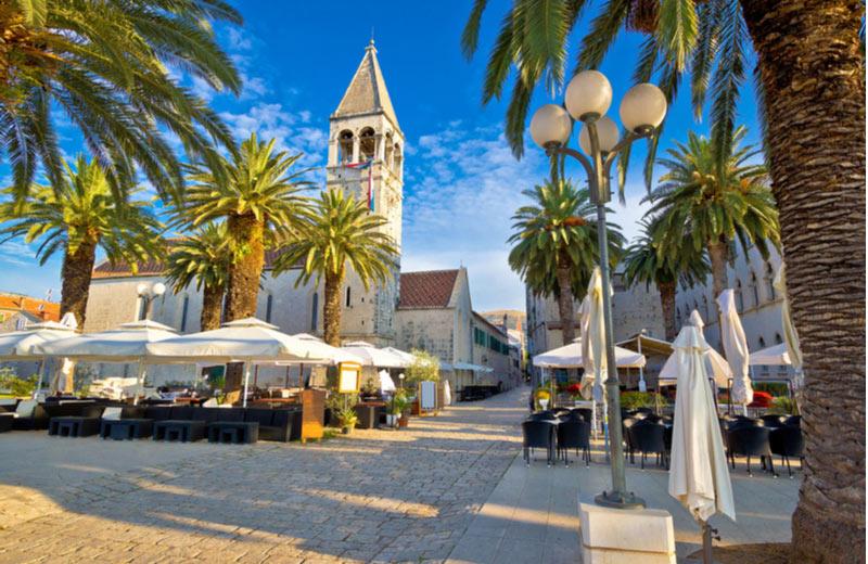 Gezellig plein in het centrum van Trogir