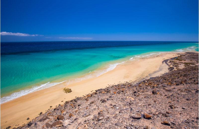 Het zandstrand Playa Esquinzo Beach