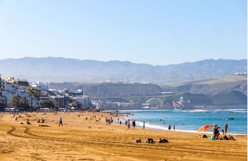 Playa de las Canteras in Las Palmas