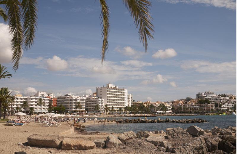 Strand van Figueretas op Ibiza