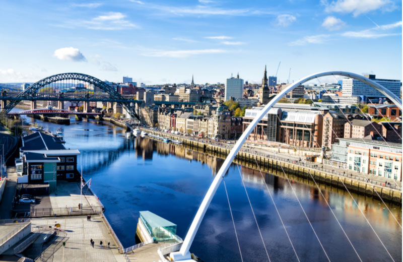 Tyne rivier met bruggen in Newcastle