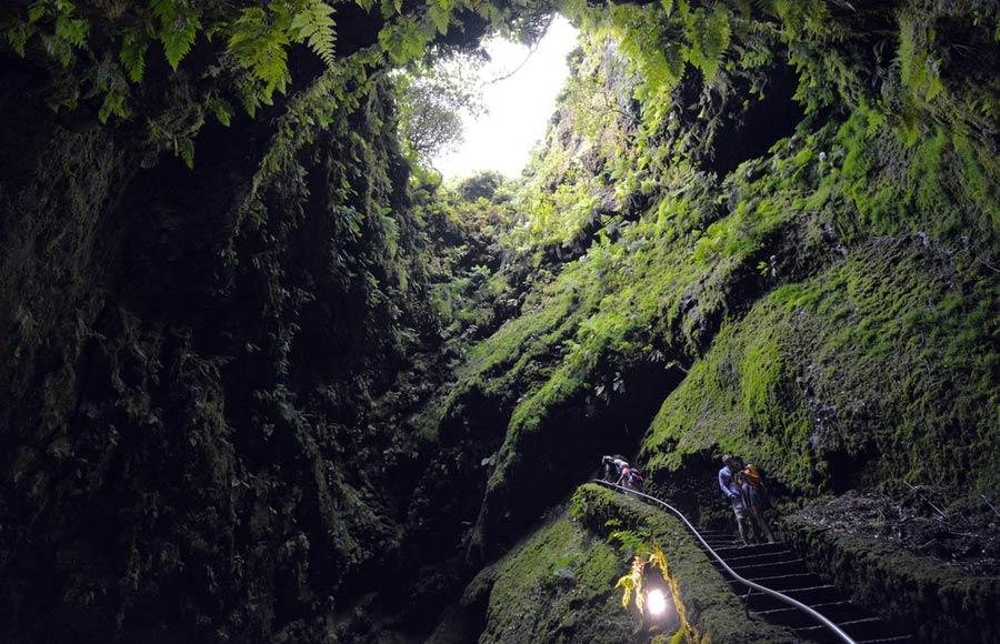 Algar do Carvao grot op het eiland Terceira