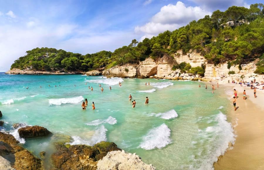 Het strand Cala Mitjana - Menorca
