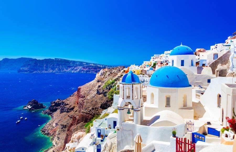 De karakteristieke witte huisjes op Santorini