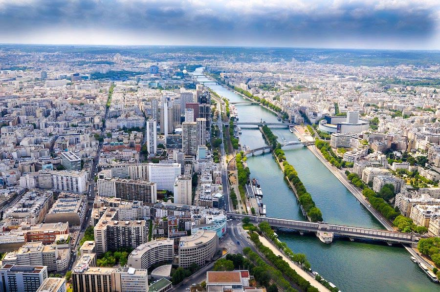 De rivier de Seine door Parijs