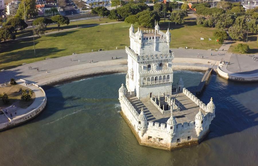 De toren de Torre de Belém in Lissabon