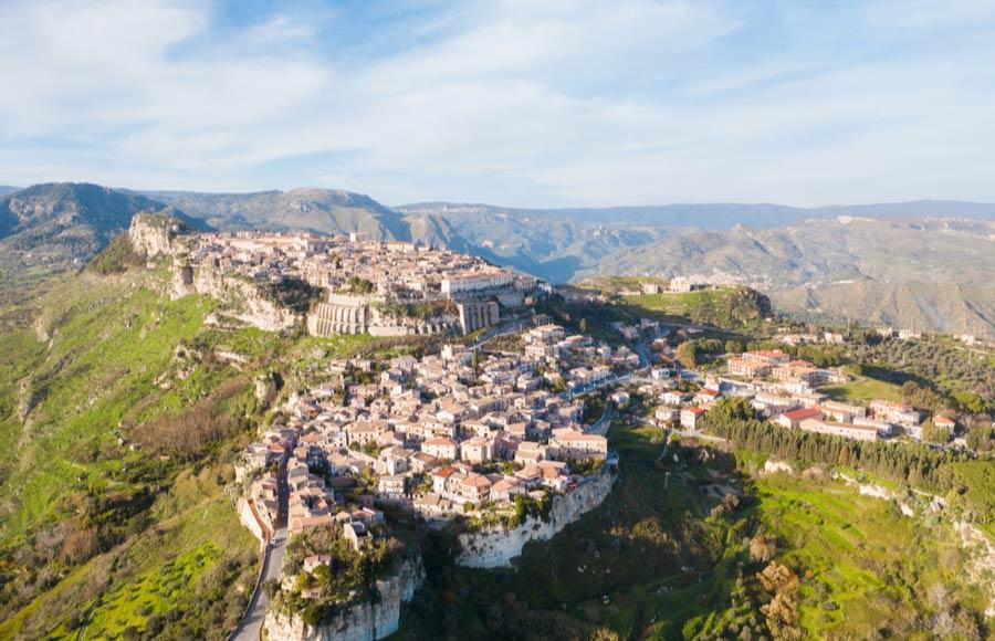 Uitzicht op Gerace in Calabrië