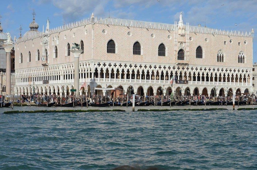 Het Dogenpaleis Venetië