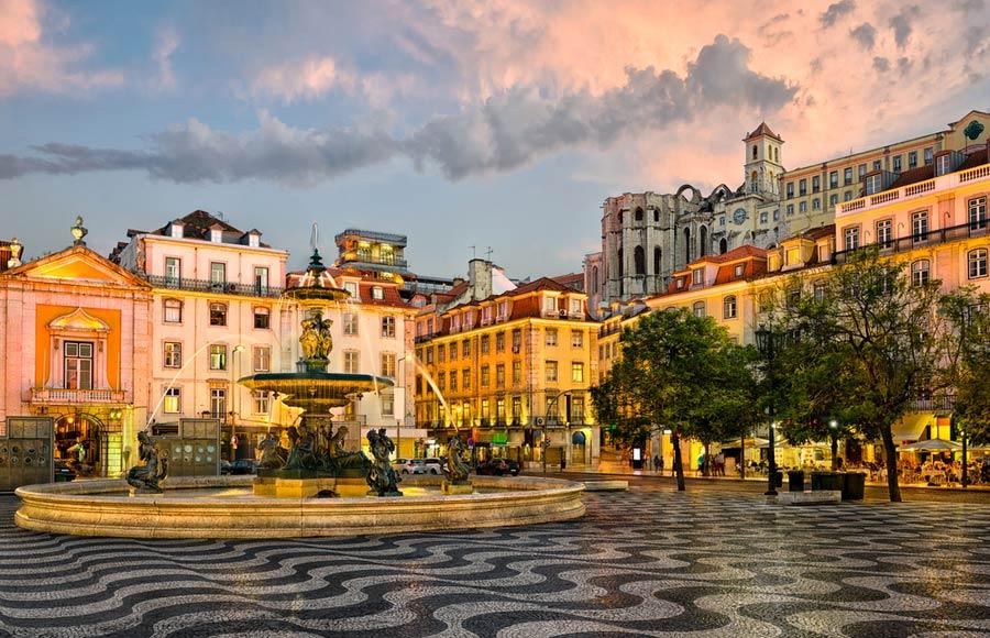 Het Rossio plein in Baixa