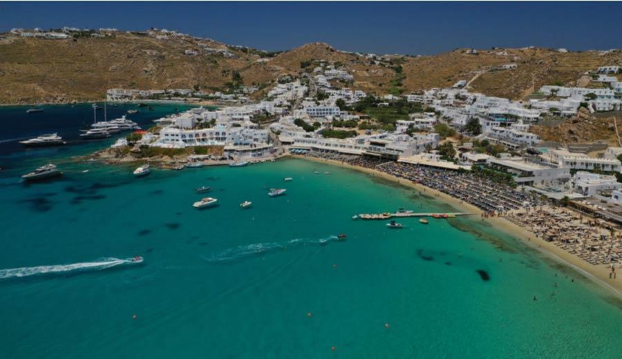 Het strand Platis Gialos