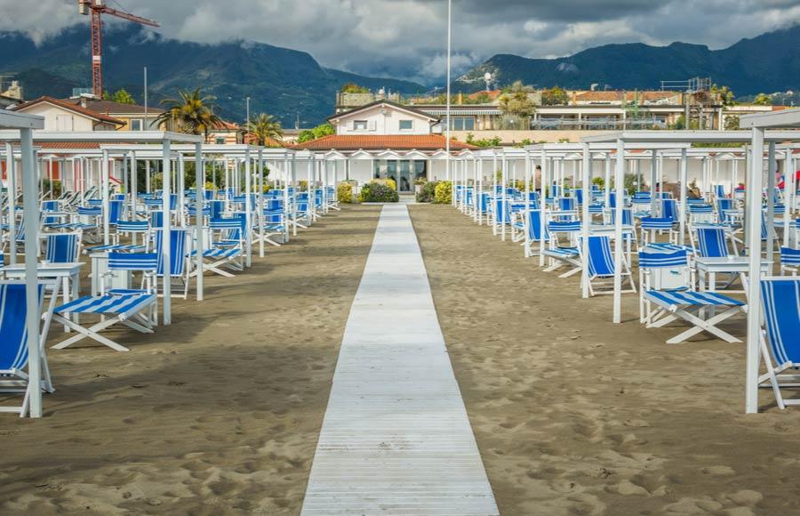 Het strand van Marina di Carrara