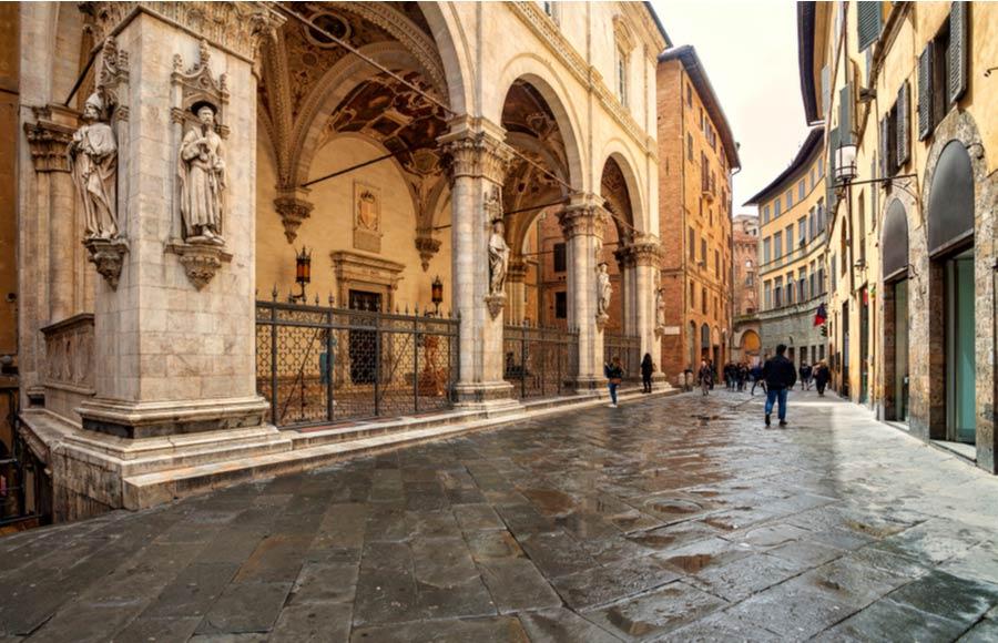 Centrum van Siena met historische straat