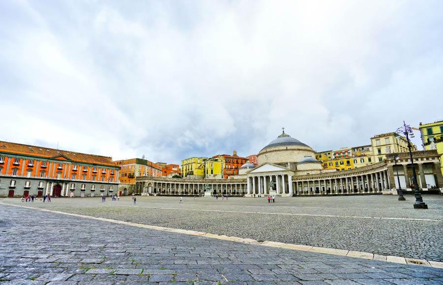 Palazzo Reale met paleis Plebiscito