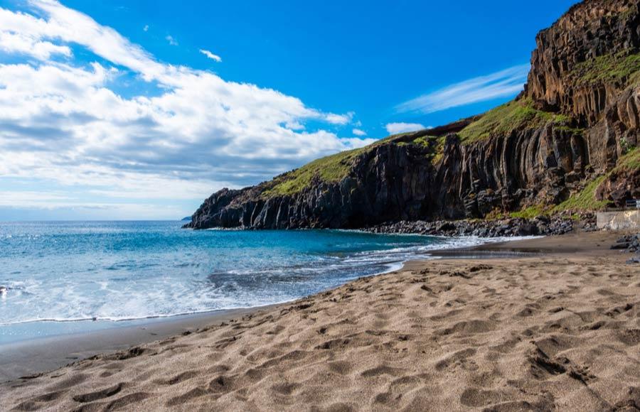 Prainha beach bij Ponta de São Lourenco