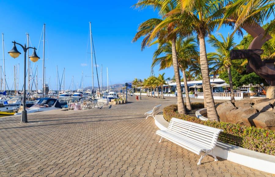 Uitzicht over de promenade van Puerto Calero