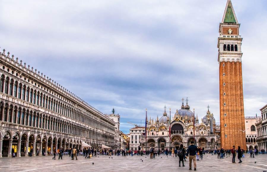 San Marco plein en basiliek in Venetië