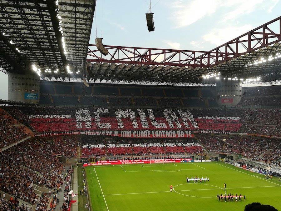 Wedstrijd in het San Siro stadion van AC Milaan