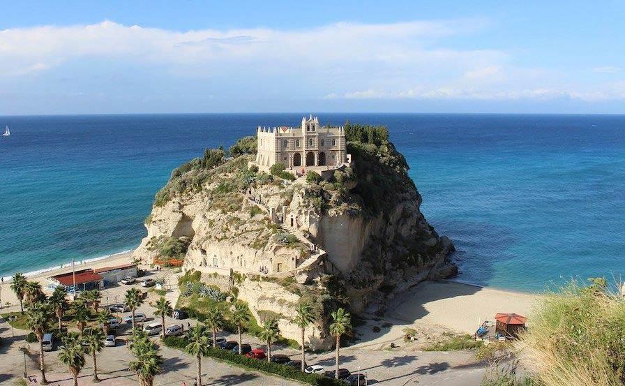 Santa Maria kerk op de rots in Tropea