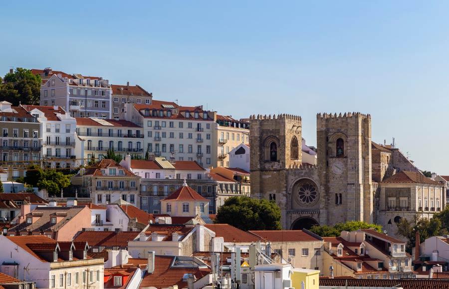Sé kathedraal van Lissabon in de wijk Alfama