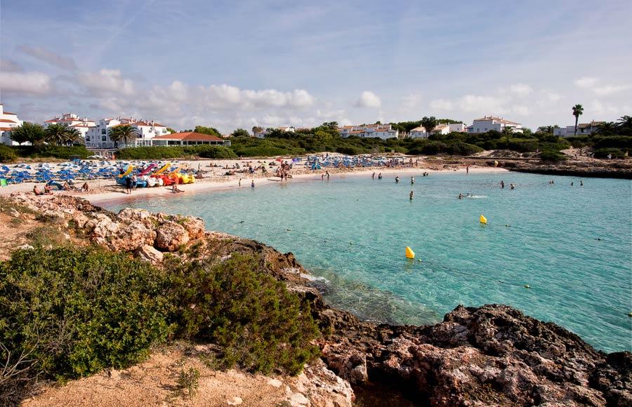 Strand van Cala 'n Bosch op Menorca
