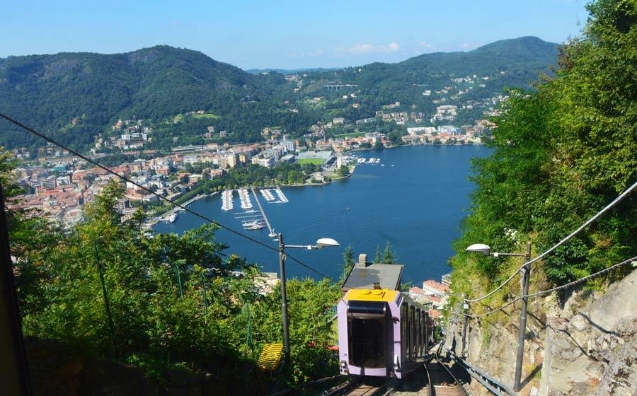 Uitzicht op Como vanaf Brunate met de kabelbaan