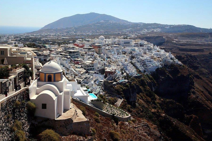 Uitzicht over Fira op Santorini