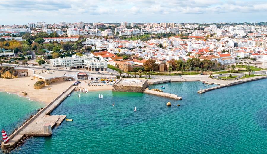 Uitzicht over Lagos aan de Algarve