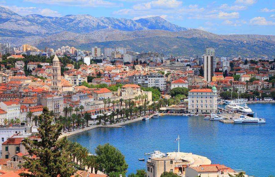 Uitzicht over Split aan de waterkant